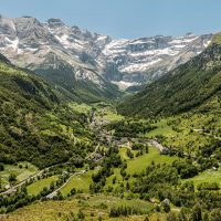 Gavarnie_recti_small_Wikimedia_Commons